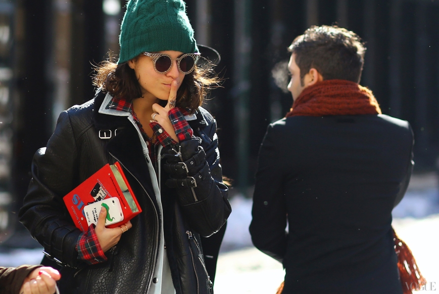nyfw-fw2013-street-style-leandra-medine-plaid-shirt-leather-jacket-olympia-letan-book-clutch